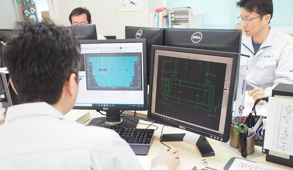 パソコン画面で管理をする業務